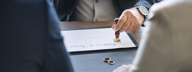 INCUMPLIMIENTO DE  UN DIVORCIO NOTARIAL
